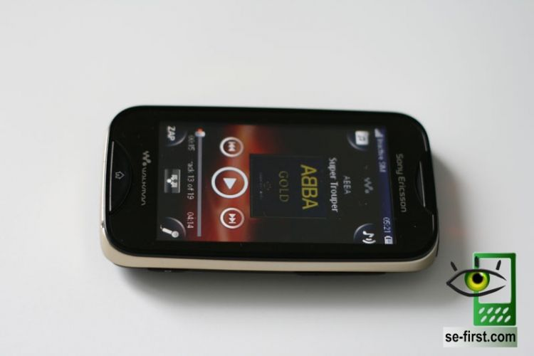 http://mobiltelefon.ru/i/other/june11/10/sony_ericsson_mix_walkman_live_01.jpg