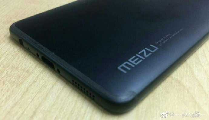 Renderings and photo Meizu Pro 7 with an additional screen on the rear panel