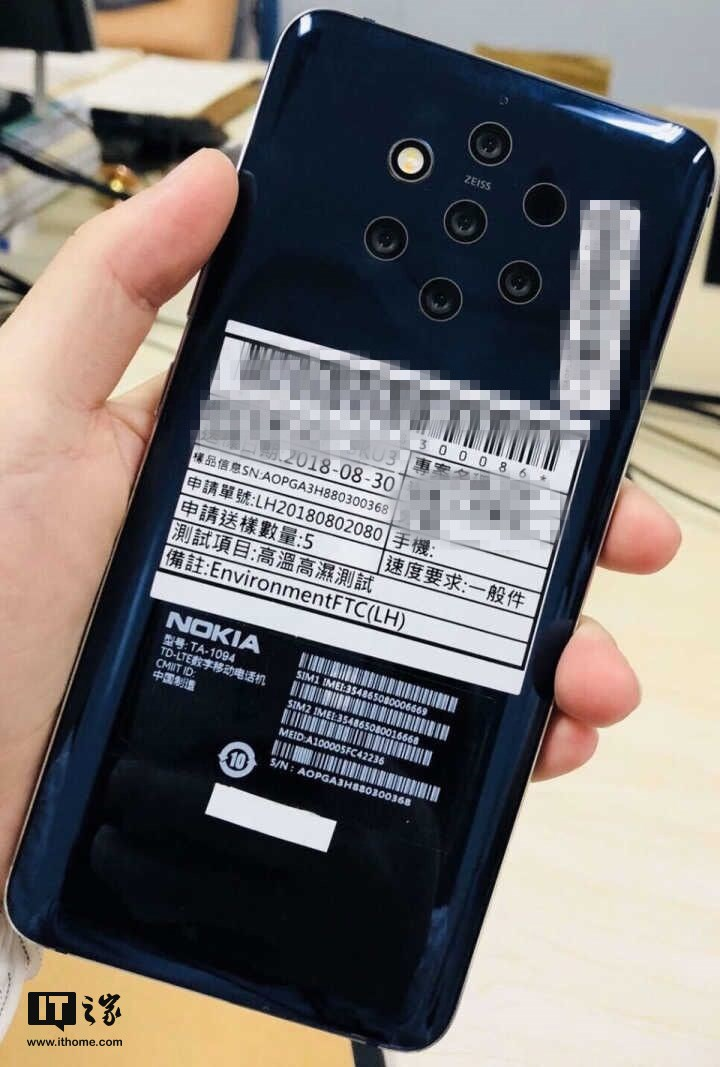 Nokia 9 with five cameras on a live photo
